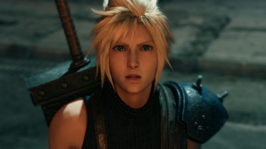 Nube ve y viejo némesis en Final Fantasy VII Remake.