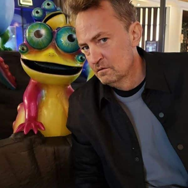 'Friends' star Matthew Perry tries nude eating