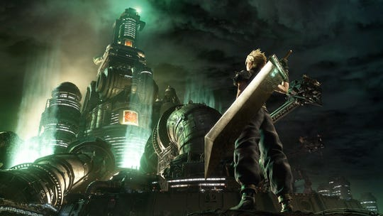 Nube frente a Mako Reactor 1 en Final Fantasy VII Remake.