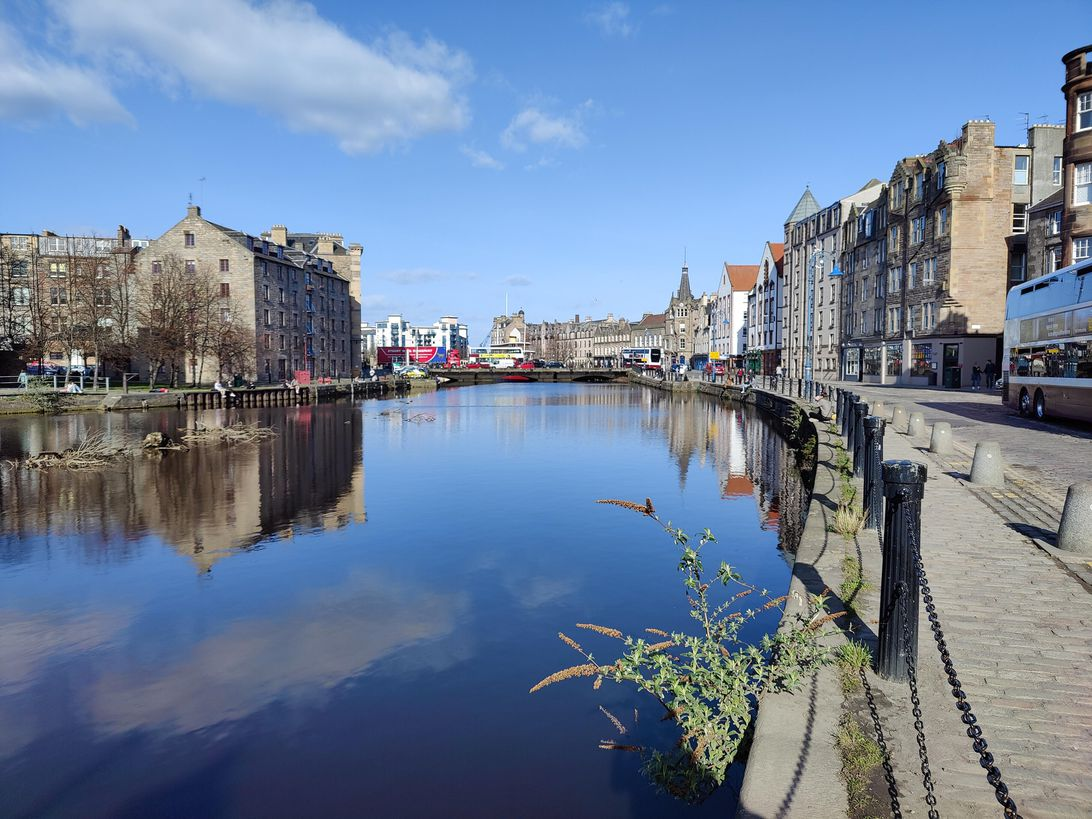 oneplus-9-leith-wide